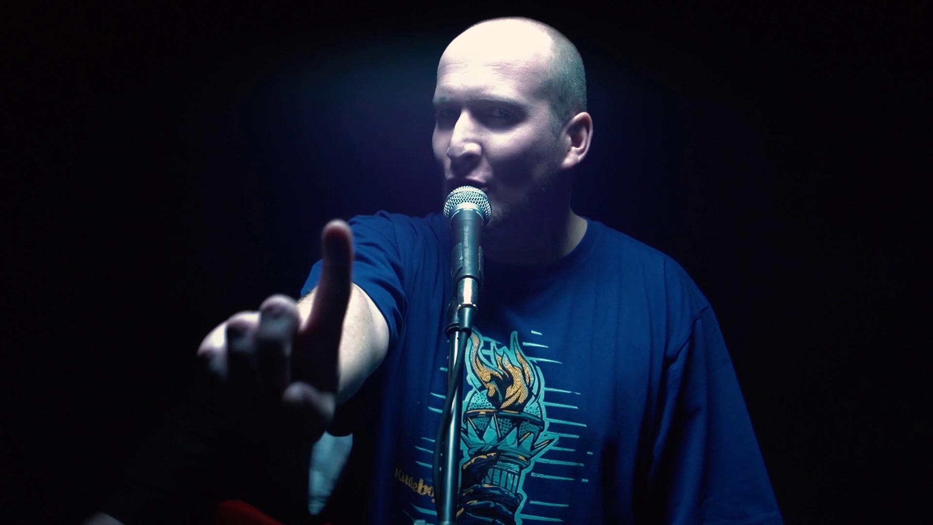 GrubSon w klipie do utworu ANGELOFON. Źródło - MaxFloRecTV